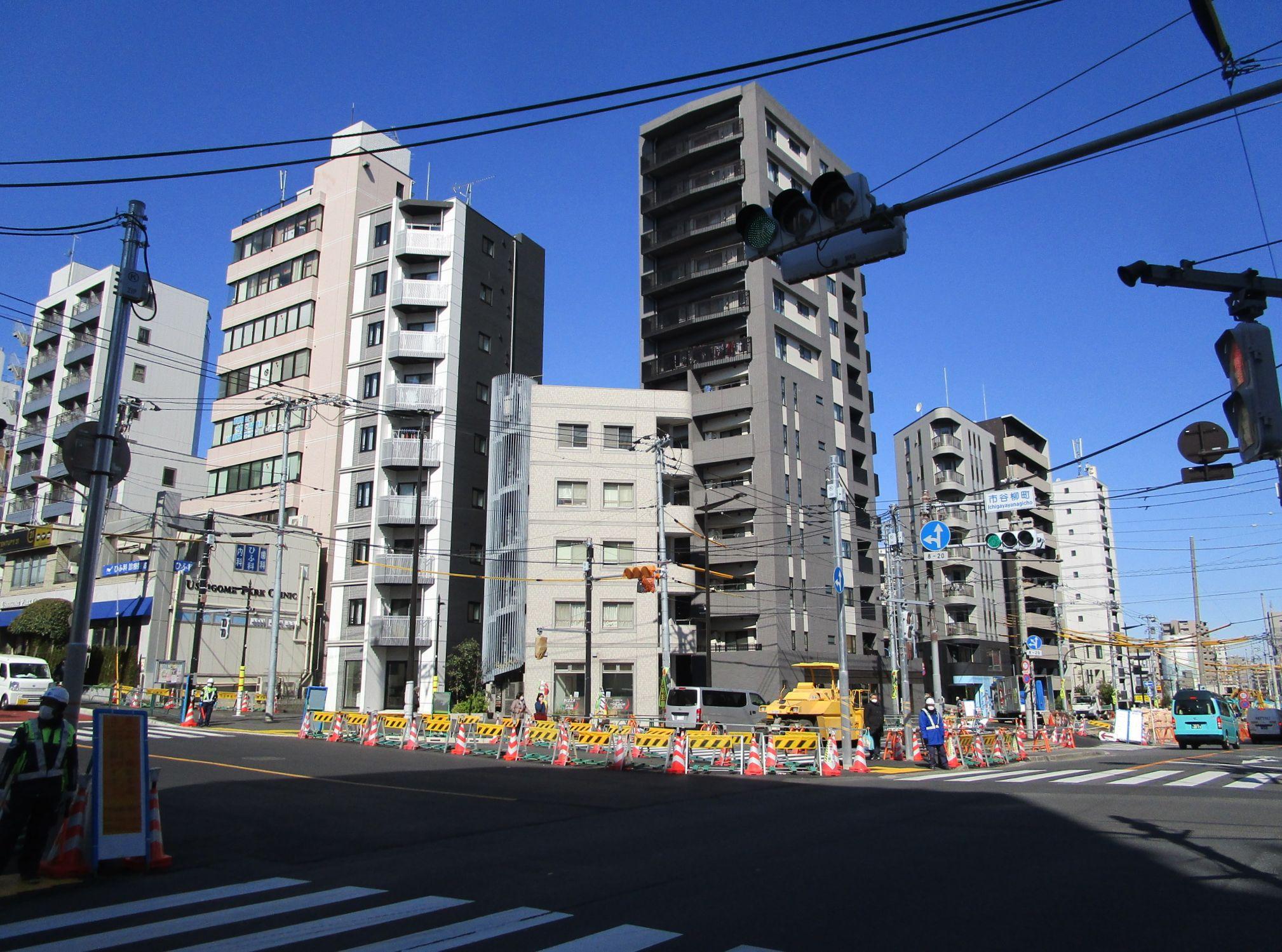 大江戸線 牛込柳町駅駅前(周辺)